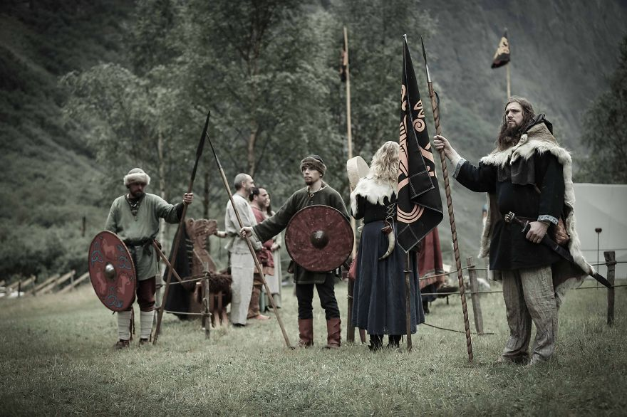 Vikingos celebrando una boda